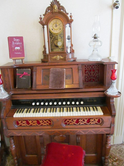 Organ / Living Room