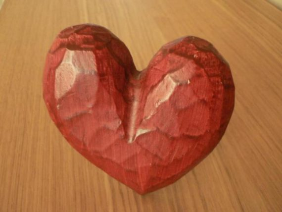 red-wooden-heart-725x544